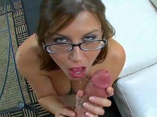 Femme � lunettes, femme � qu�quettes