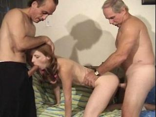 Deux papys baisent une jeune vierge de 18 ans