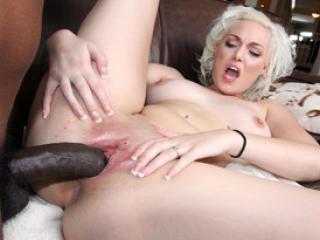 Baise interraciale pour la blonde Jenna Ivory