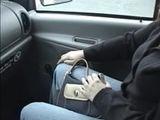 Amatrice taille une pipe dans la voiture