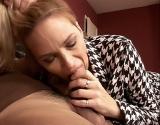 Vieille blonde aux gros rotoplos se fait défoncer par son gendre