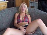 Blonde amatrice et femme fontaine