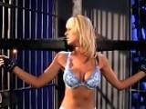 Blonde attach�e et b�illonn�e tortur�e par deux maitresses lyc�enne lyc�enne brunes