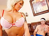 Blonde cochonne avec de gros seins
