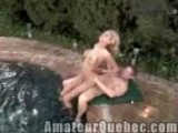 Blonde sodomisee au bord du spa