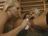 Blondes et lesbiennesses deux nanas s'enfilent un gode