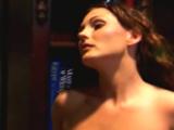 Brunette sensuelle en crise de libido