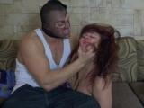 Un cambrioleur baise la ma�tresse de maison