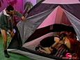 Baise en trio dans une tente !