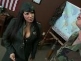Baise dans une caserne militaire