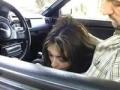 Couple amateur fait une fellation dans une voiture