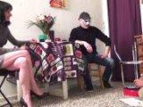 Couple baisant avec un inconnu masqué