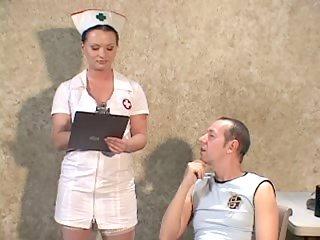 Il baise une infirmiere
