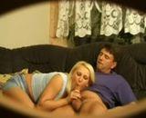 Il espionne sa femme baiser avec son amant