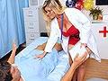 Un jeune puceau dépucelé par une infirmière