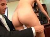 Une sexy secr�taire asiatique se fait d�calquer dans le bureau