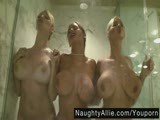 La douche avec mon trio de lesbienne