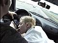 Ma tante suce son mec dans la voiture