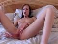 Une superbe nana se masturbe devant son beau fr�re