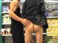 Salope exhibitioniste dans un supermarche