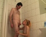 se faire sucer sous la douche mate ma queue