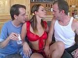 Teen baisee en trio