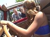Touriste blonde enculee par deux pervers
