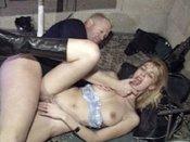 Un vieux batteur baise une francaise blonde