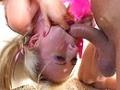 Blondinette experte des gorges profondes