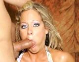 Gorge profonde et extrême sodomie pour une blondasse en chaleur