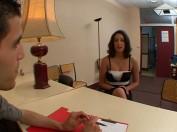 Une stagiaire bais�e pendant l'entretien d'embauche