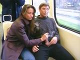 Une amatrice branle son homme dans le m�tro