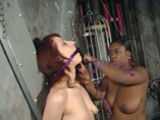 Une maitresse black torture sa rouquine esclave