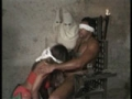 Une prisonniere chaude suce la grosse bite d un black prisonnier