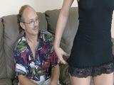 Vieux pervers baise une jeunette